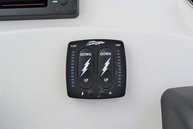 Thumbnail 33 for New 2020 Pathfinder 2500 Hybrid Bay Boat boat for sale in Fort Lauderdale, FL