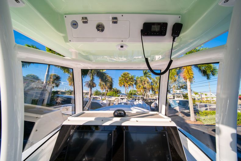 Thumbnail 35 for New 2020 Sportsman Open 282TE Center Console boat for sale in Miami, FL