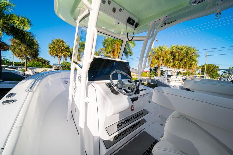 Thumbnail 34 for New 2020 Sportsman Open 282TE Center Console boat for sale in Miami, FL