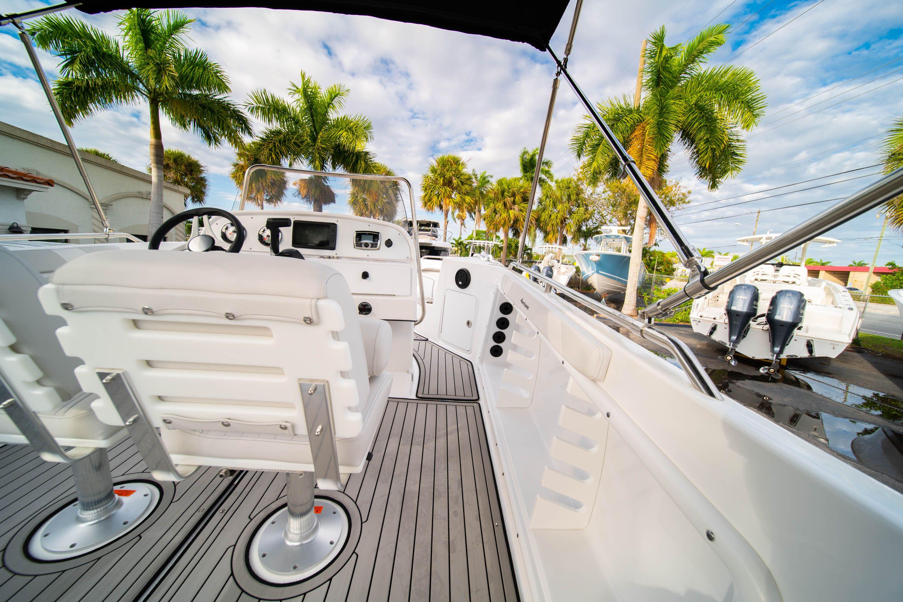 Thumbnail 12 for New 2019 Hurricane Sundeck Sport SS 231 OB boat for sale in West Palm Beach, FL