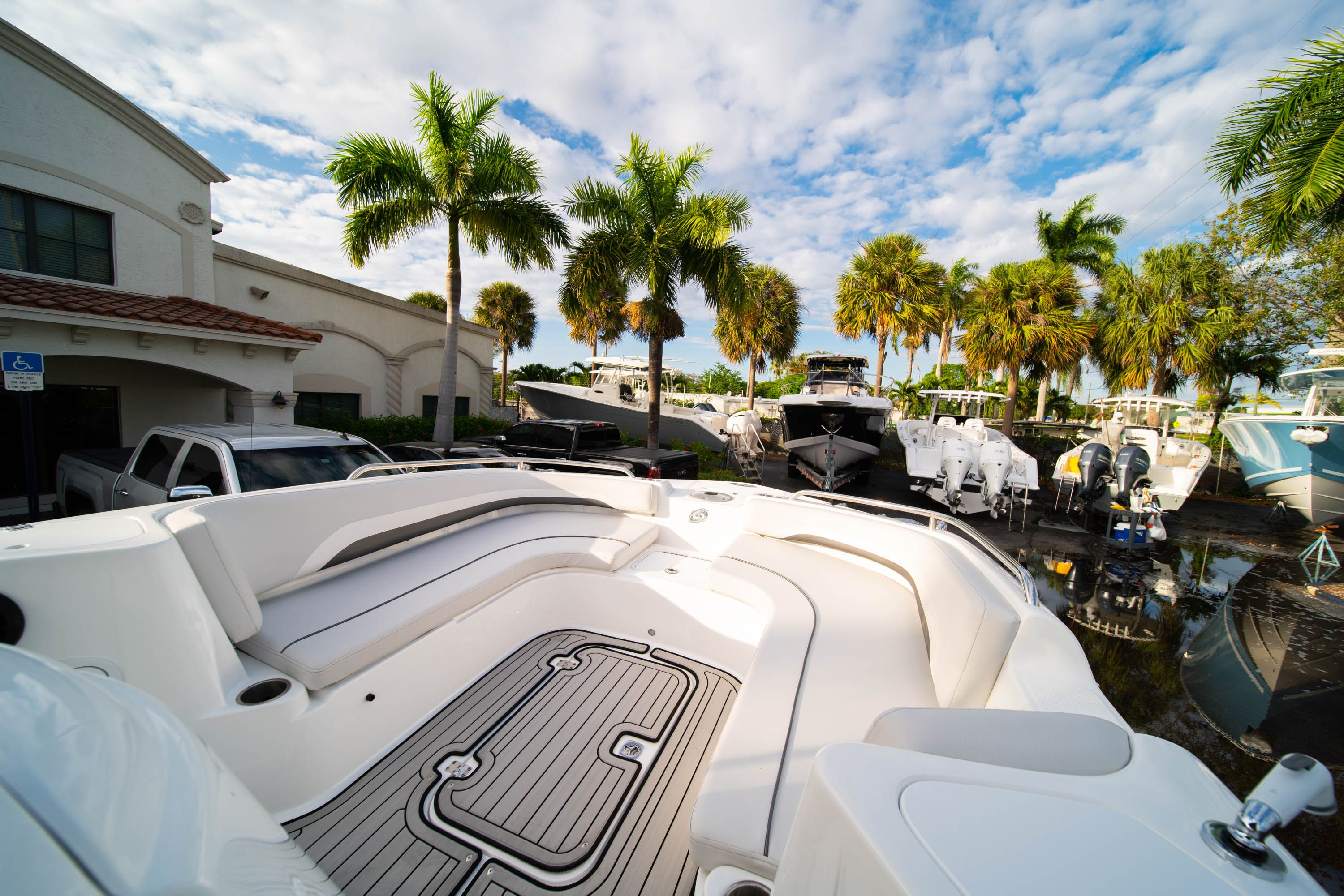 Thumbnail 29 for New 2019 Hurricane Sundeck Sport SS 231 OB boat for sale in West Palm Beach, FL