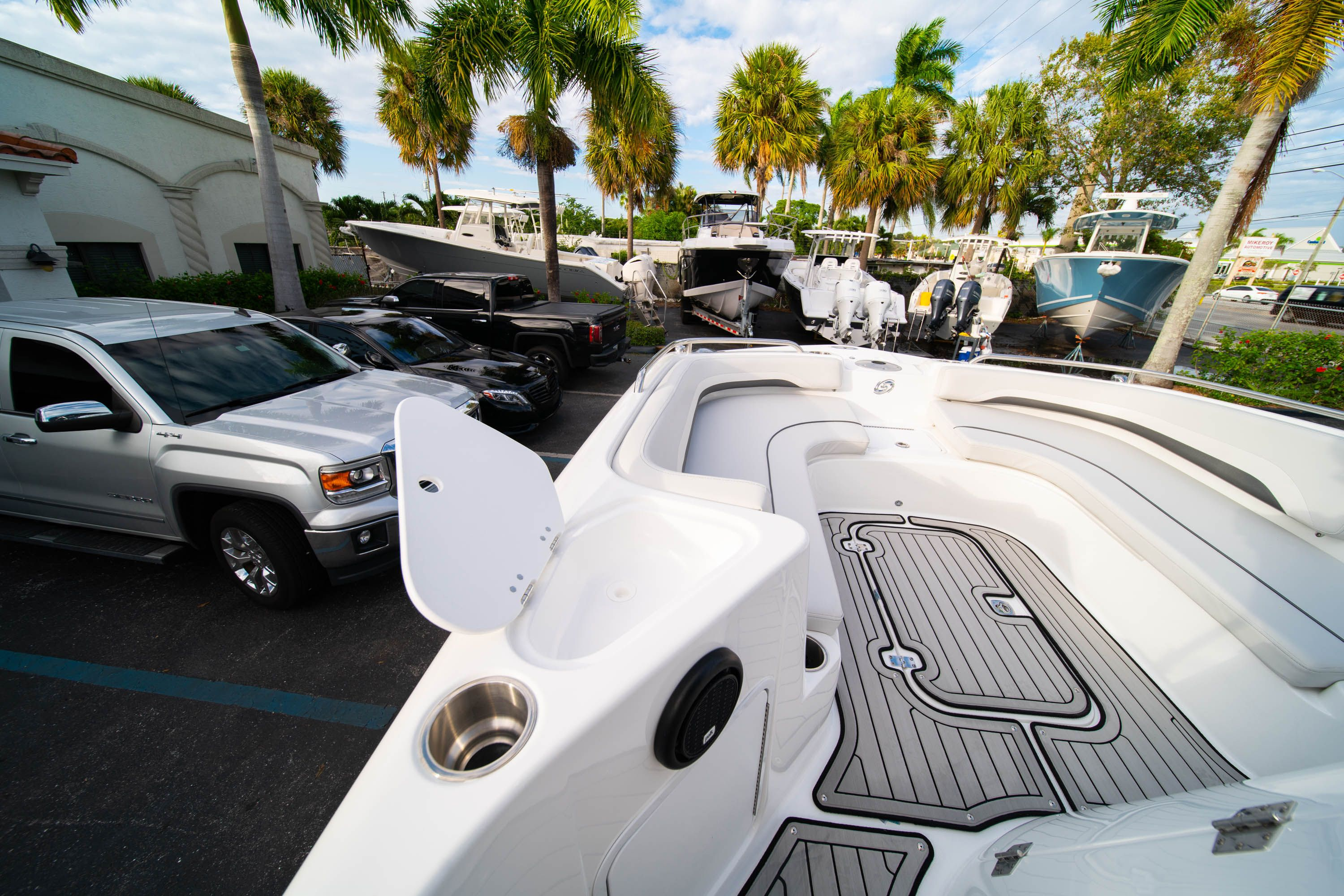 Thumbnail 28 for New 2019 Hurricane Sundeck Sport SS 231 OB boat for sale in West Palm Beach, FL