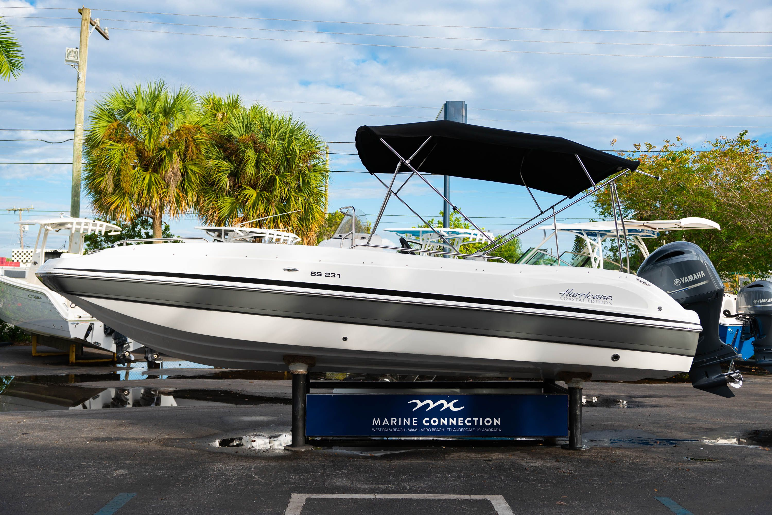 Thumbnail 4 for New 2019 Hurricane Sundeck Sport SS 231 OB boat for sale in West Palm Beach, FL