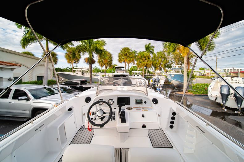 Thumbnail 8 for New 2019 Hurricane Sundeck Sport SS 231 OB boat for sale in West Palm Beach, FL