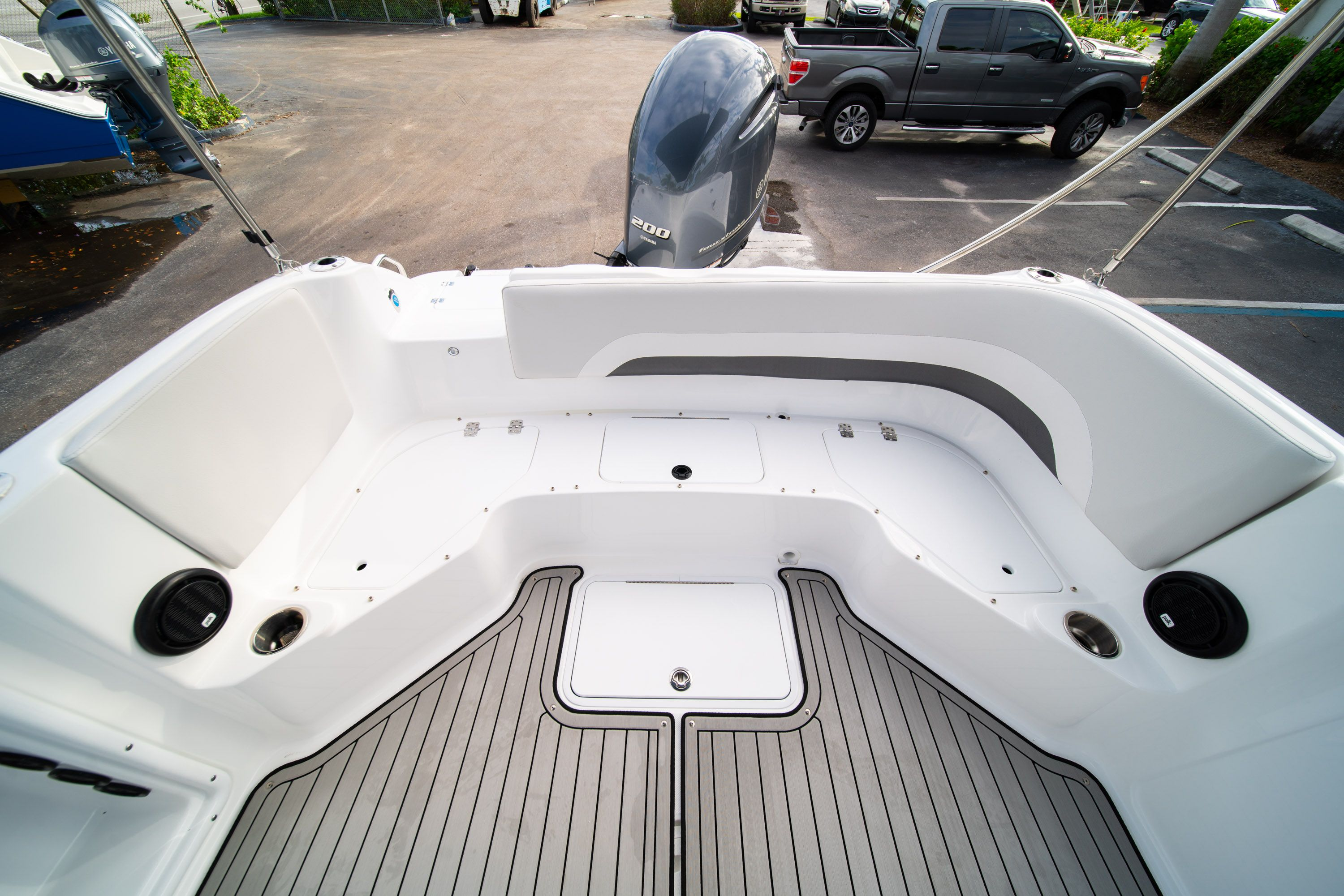 Thumbnail 10 for New 2019 Hurricane Sundeck Sport SS 231 OB boat for sale in West Palm Beach, FL