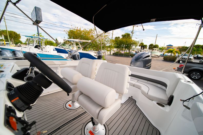 Thumbnail 21 for New 2019 Hurricane Sundeck Sport SS 231 OB boat for sale in West Palm Beach, FL