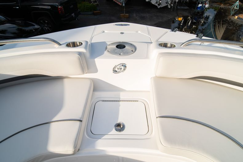 Thumbnail 33 for New 2019 Hurricane Sundeck Sport SS 231 OB boat for sale in West Palm Beach, FL