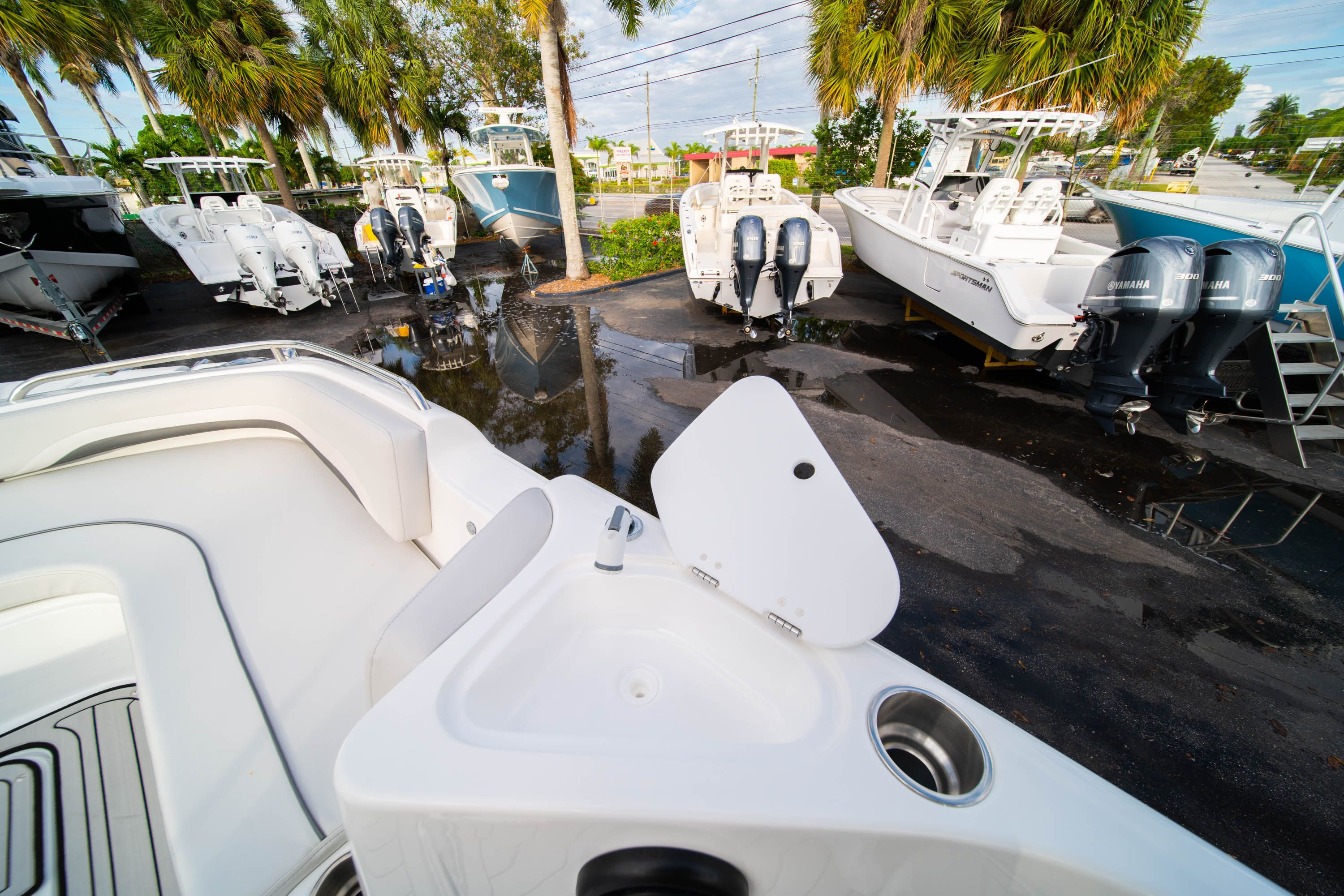 Thumbnail 25 for New 2019 Hurricane Sundeck Sport SS 231 OB boat for sale in West Palm Beach, FL