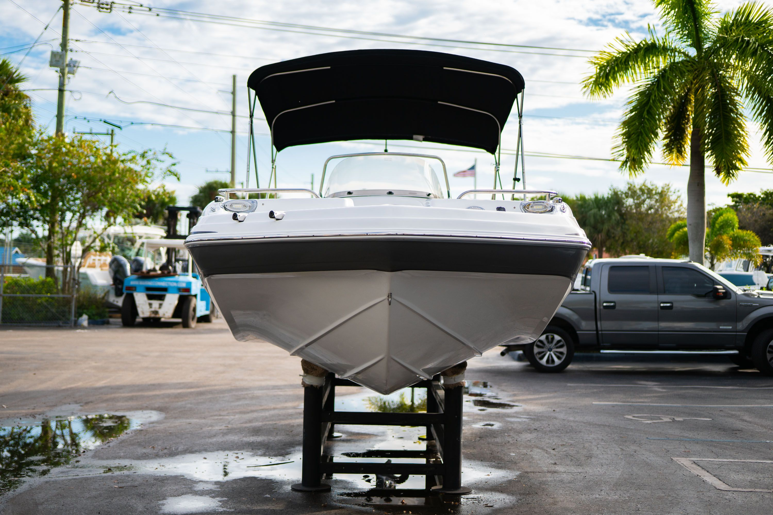 Thumbnail 2 for New 2019 Hurricane Sundeck Sport SS 231 OB boat for sale in West Palm Beach, FL