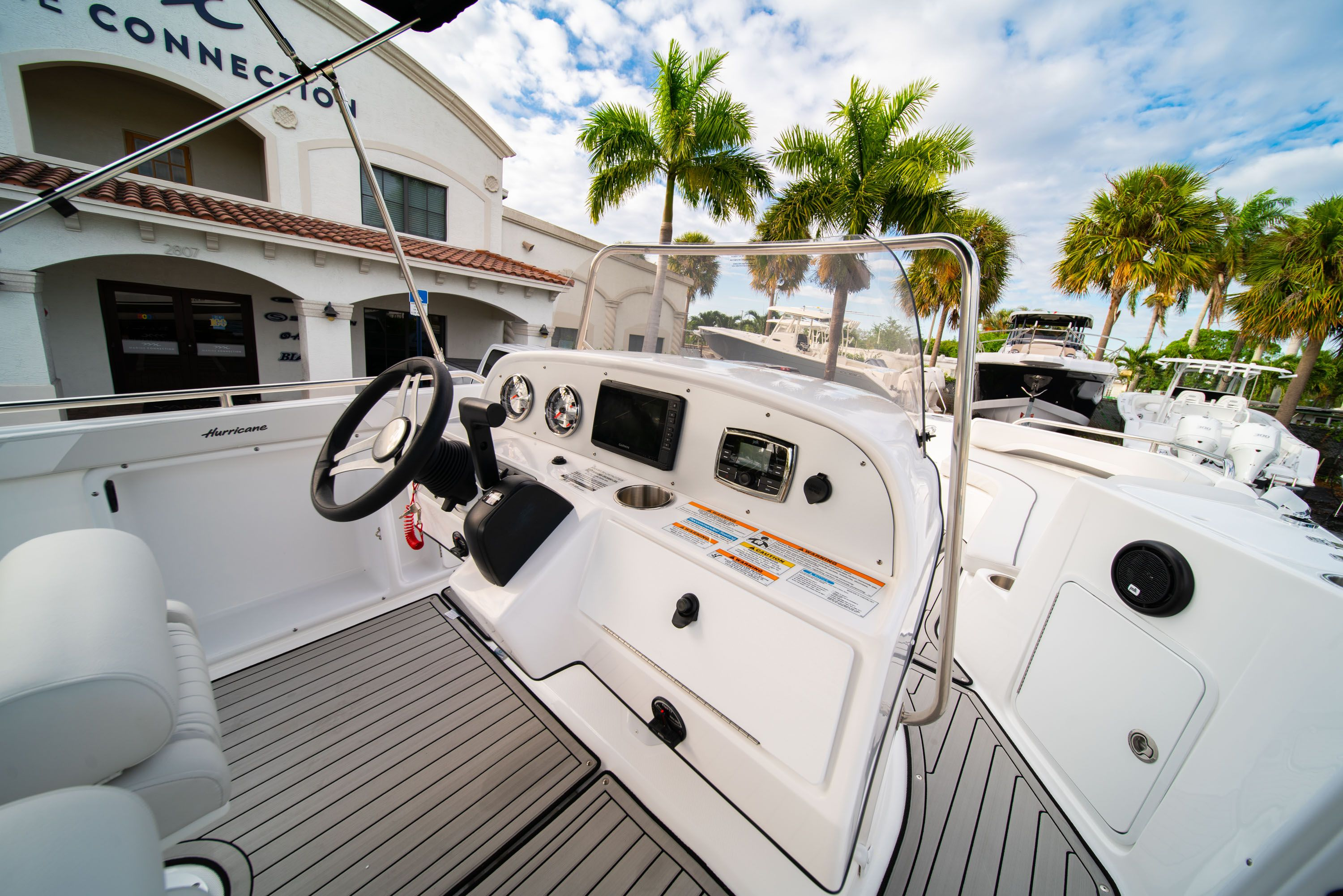 Thumbnail 14 for New 2019 Hurricane Sundeck Sport SS 231 OB boat for sale in West Palm Beach, FL