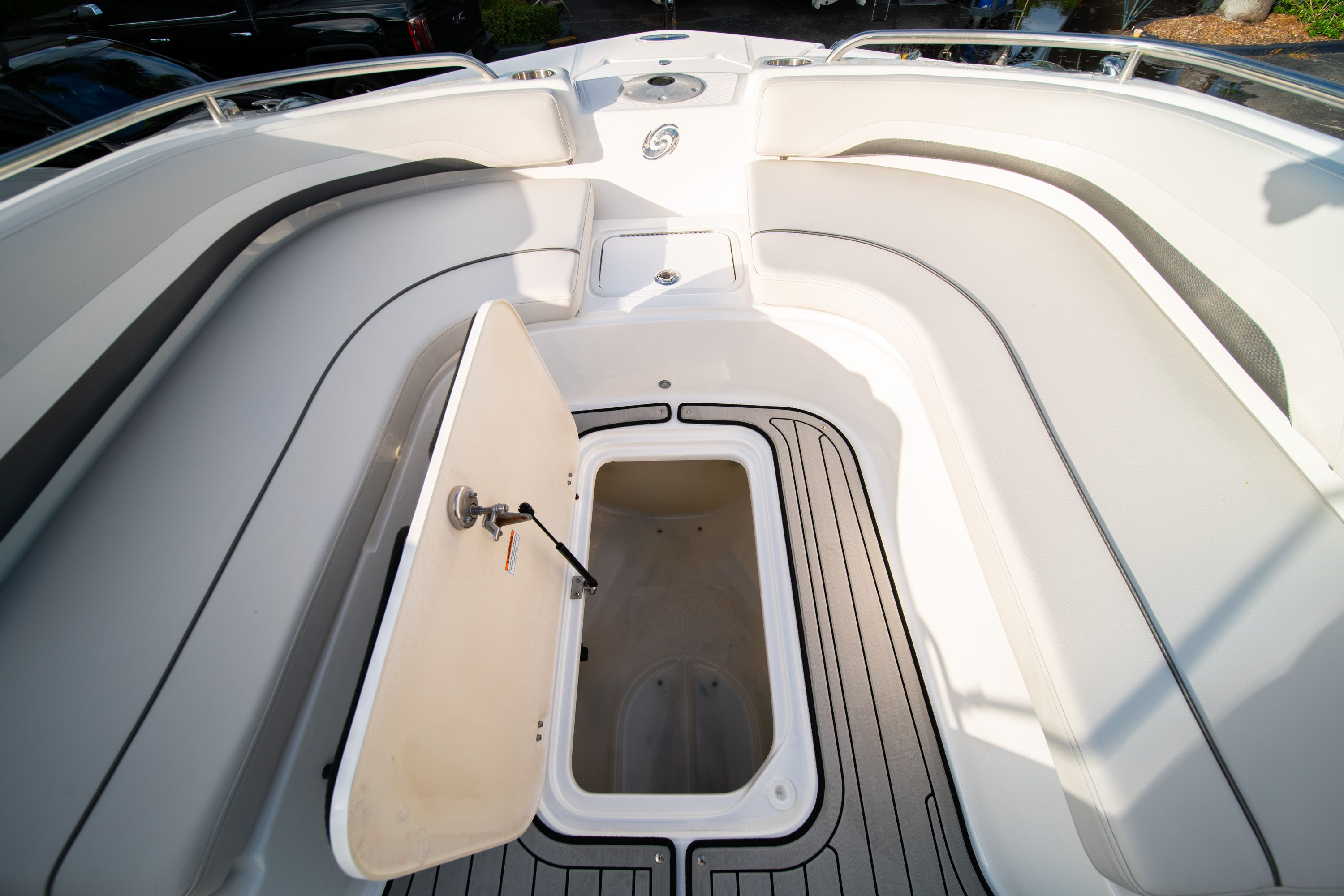 Thumbnail 32 for New 2019 Hurricane Sundeck Sport SS 231 OB boat for sale in West Palm Beach, FL