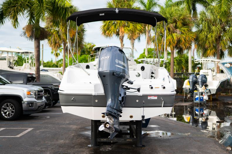 Thumbnail 6 for New 2019 Hurricane Sundeck Sport SS 231 OB boat for sale in West Palm Beach, FL