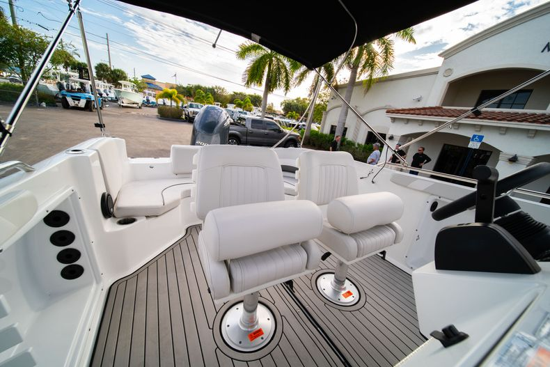 Thumbnail 19 for New 2019 Hurricane Sundeck Sport SS 231 OB boat for sale in West Palm Beach, FL
