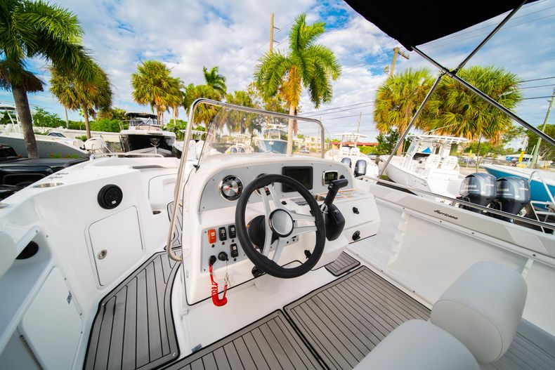 Thumbnail 18 for New 2019 Hurricane Sundeck Sport SS 231 OB boat for sale in West Palm Beach, FL