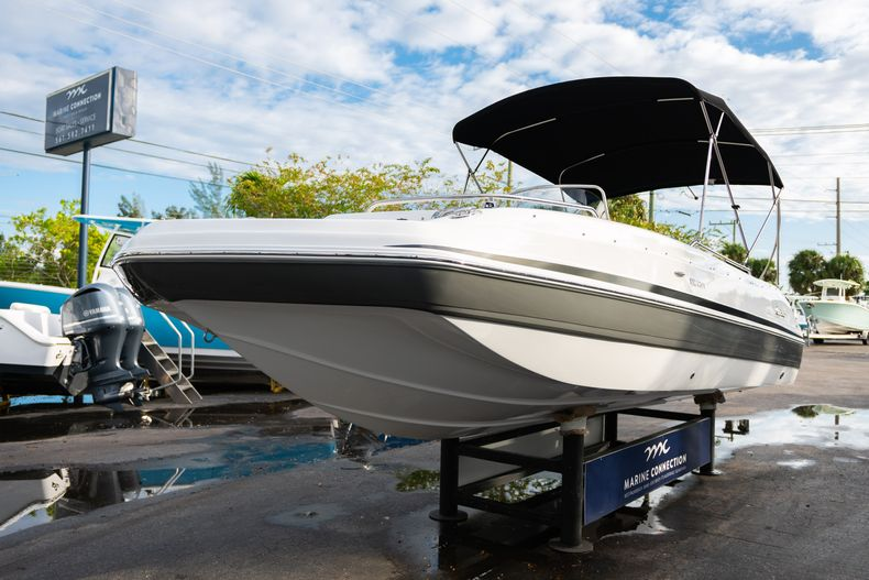 Thumbnail 3 for New 2019 Hurricane Sundeck Sport SS 231 OB boat for sale in West Palm Beach, FL