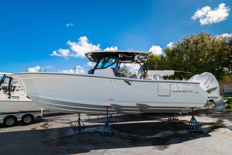 Thumbnail 3 for New 2020 Blackfin 332CC Center Console boat for sale in West Palm Beach, FL