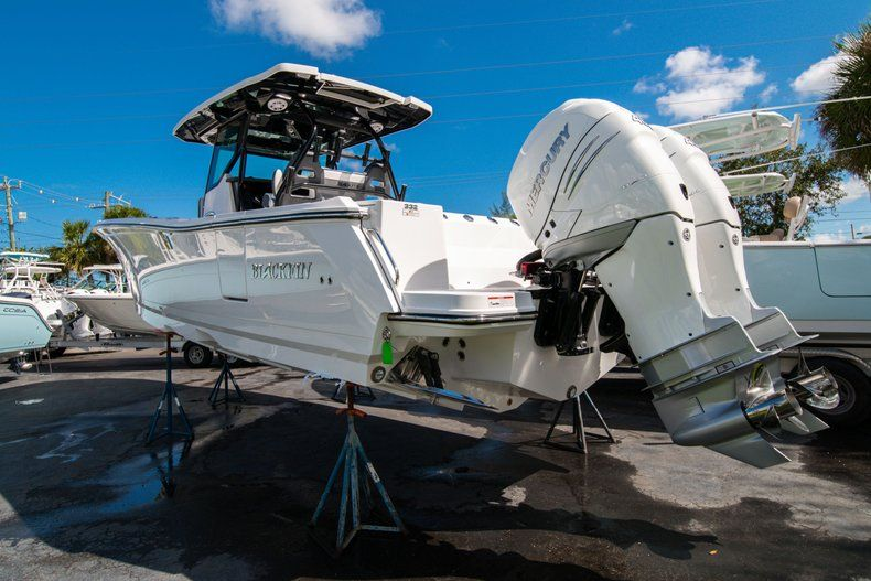 Thumbnail 4 for New 2020 Blackfin 332CC Center Console boat for sale in West Palm Beach, FL
