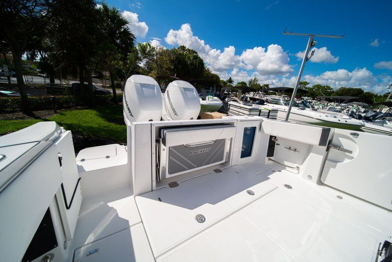 Thumbnail 7 for New 2020 Blackfin 332CC Center Console boat for sale in West Palm Beach, FL