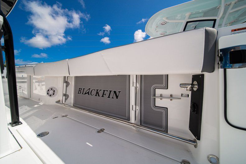 Thumbnail 11 for New 2020 Blackfin 332CC Center Console boat for sale in West Palm Beach, FL