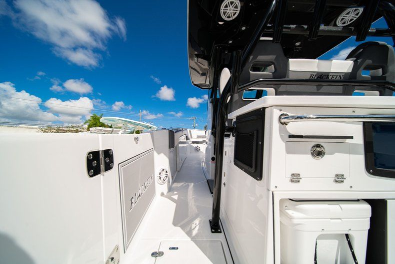 Thumbnail 15 for New 2020 Blackfin 332CC Center Console boat for sale in West Palm Beach, FL