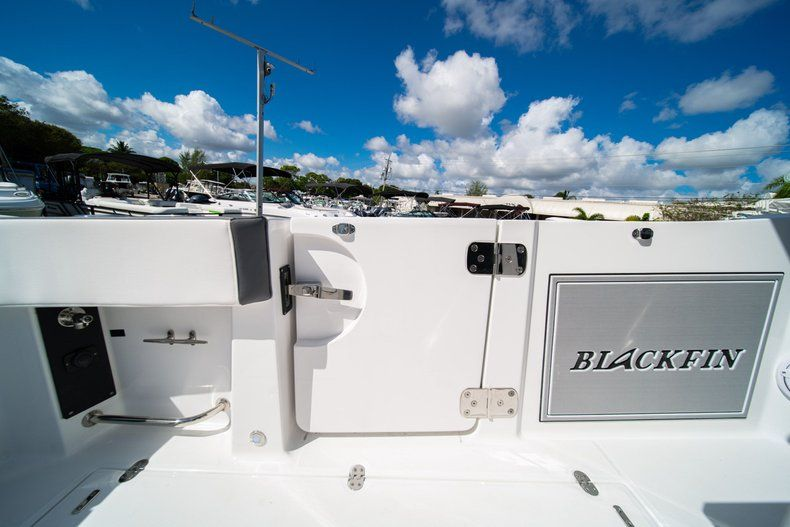Thumbnail 13 for New 2020 Blackfin 332CC Center Console boat for sale in West Palm Beach, FL