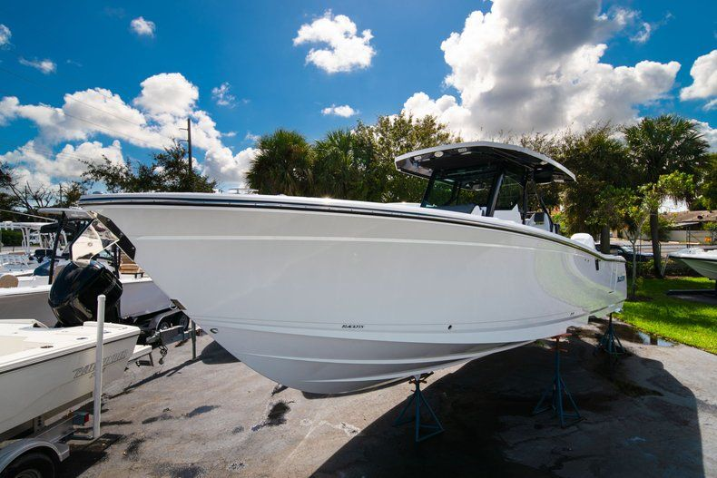 Thumbnail 2 for New 2020 Blackfin 332CC Center Console boat for sale in West Palm Beach, FL