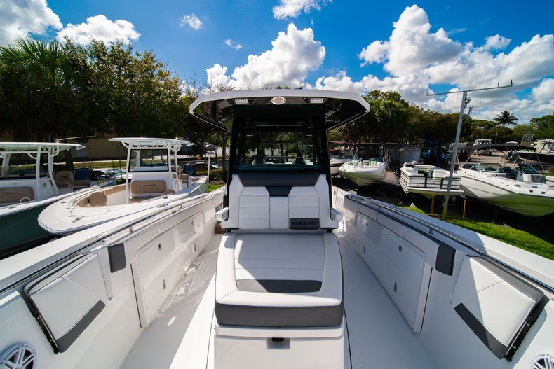 Thumbnail 26 for New 2020 Blackfin 332CC Center Console boat for sale in West Palm Beach, FL