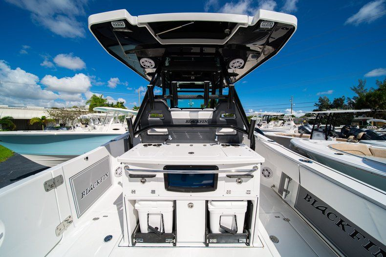 Thumbnail 16 for New 2020 Blackfin 332CC Center Console boat for sale in West Palm Beach, FL