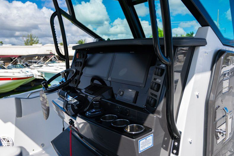 Thumbnail 17 for New 2020 Blackfin 332CC Center Console boat for sale in West Palm Beach, FL