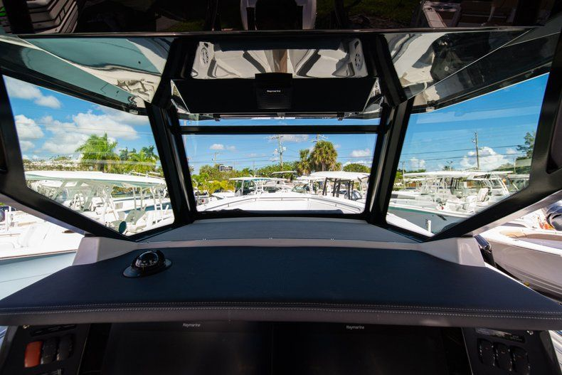 Thumbnail 23 for New 2020 Blackfin 332CC Center Console boat for sale in West Palm Beach, FL