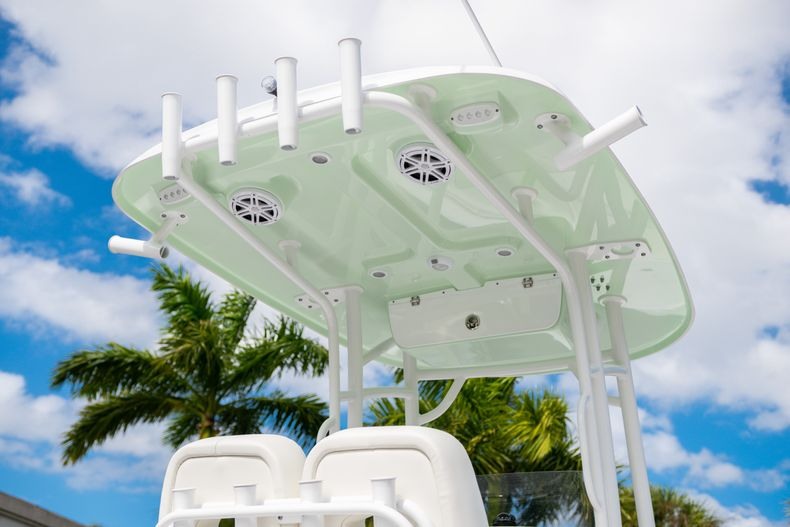 Thumbnail 8 for New 2020 Sportsman Heritage 231 Center Console boat for sale in Fort Lauderdale, FL