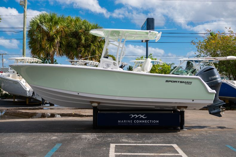 Thumbnail 4 for New 2020 Sportsman Heritage 231 Center Console boat for sale in Fort Lauderdale, FL