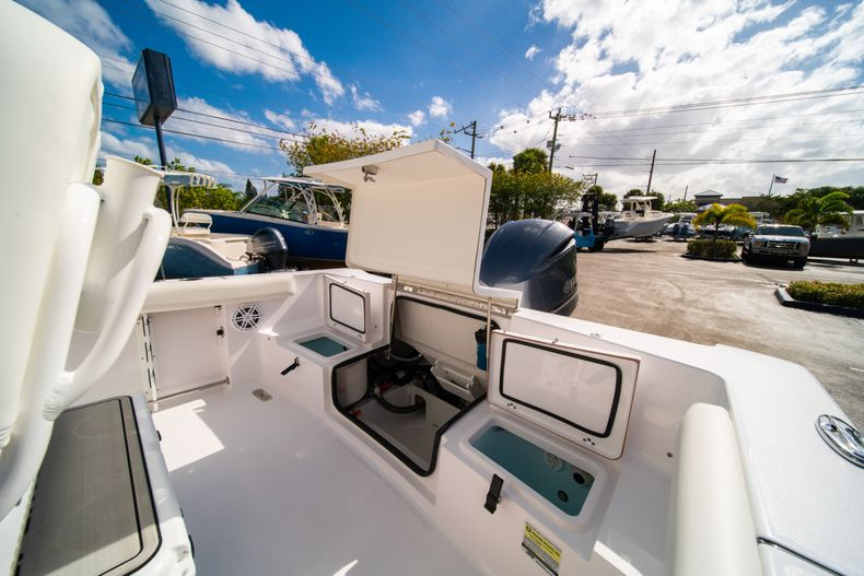 Thumbnail 13 for New 2020 Sportsman Heritage 231 Center Console boat for sale in Fort Lauderdale, FL