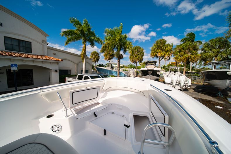Thumbnail 32 for New 2020 Sportsman Heritage 231 Center Console boat for sale in Fort Lauderdale, FL