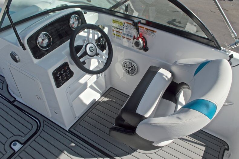 Thumbnail 26 for New 2017 Hurricane SunDeck SD 187 OB boat for sale in West Palm Beach, FL