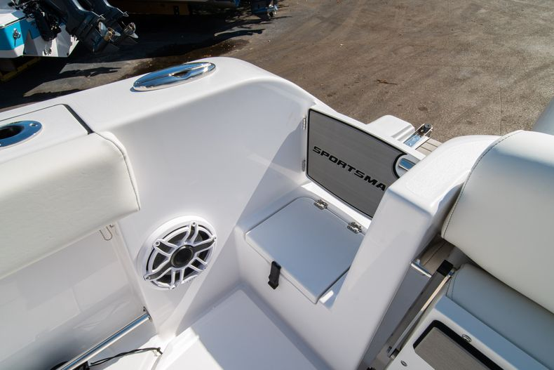 Thumbnail 11 for New 2020 Sportsman Open 312 Center Console boat for sale in Miami, FL
