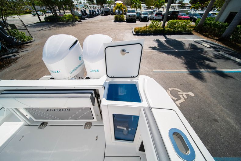 Thumbnail 16 for New 2019 Blackfin 272CC Center Console boat for sale in Fort Lauderdale, FL