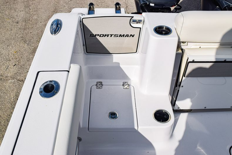 Thumbnail 12 for New 2020 Sportsman Open 282 Center Console boat for sale in Fort Lauderdale, FL