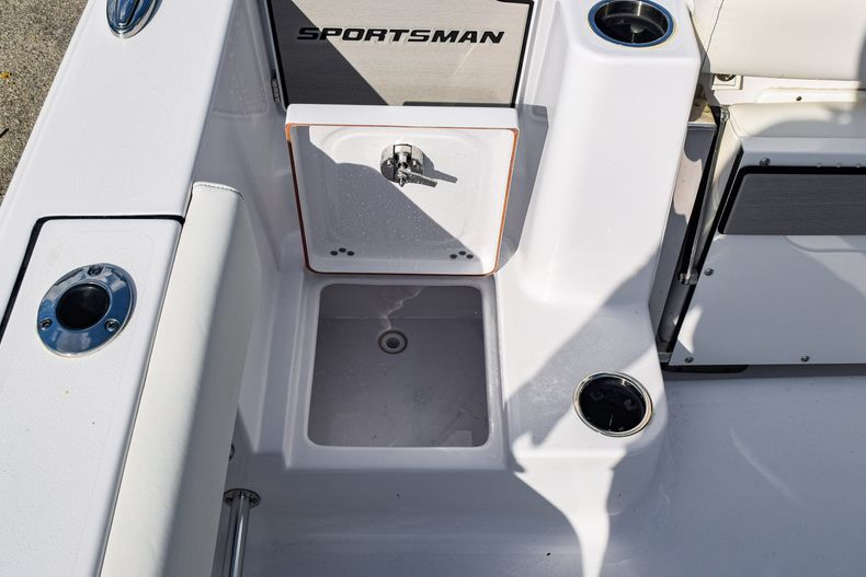 Thumbnail 13 for New 2020 Sportsman Open 282 Center Console boat for sale in Fort Lauderdale, FL